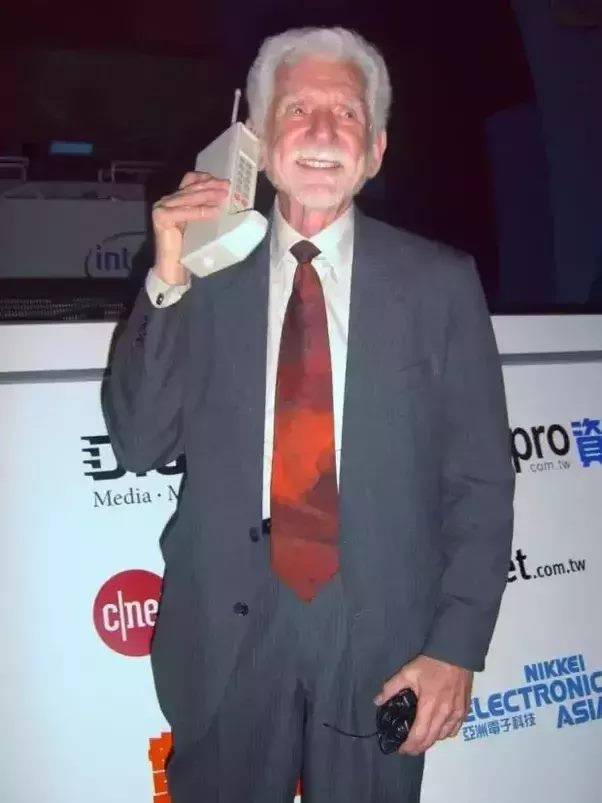 Cuộc gọi đầu tiên qua điện thoại di động